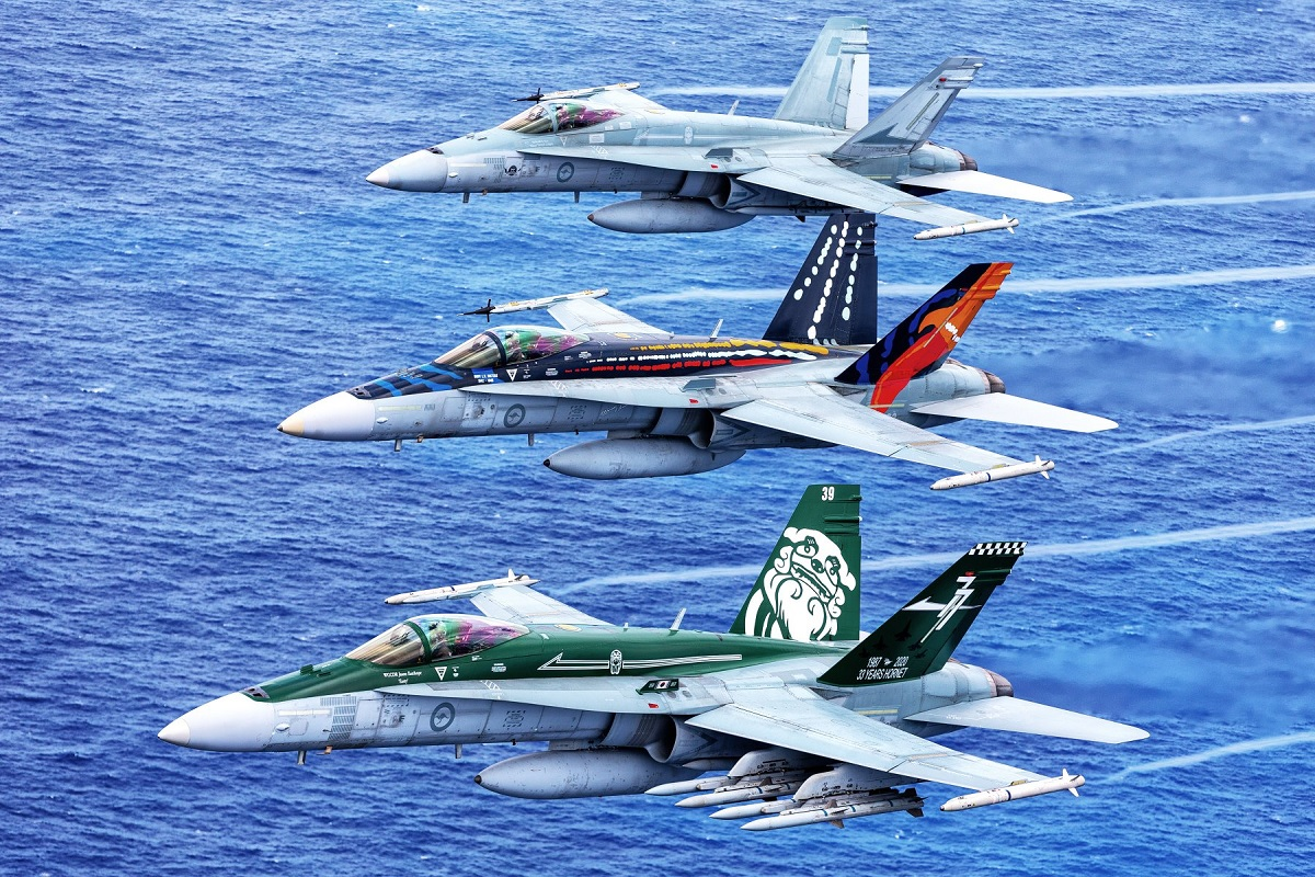 """Here are some awesome air-to-air photos of RAAF F/A-18 """"Classic"""" Hornets"""