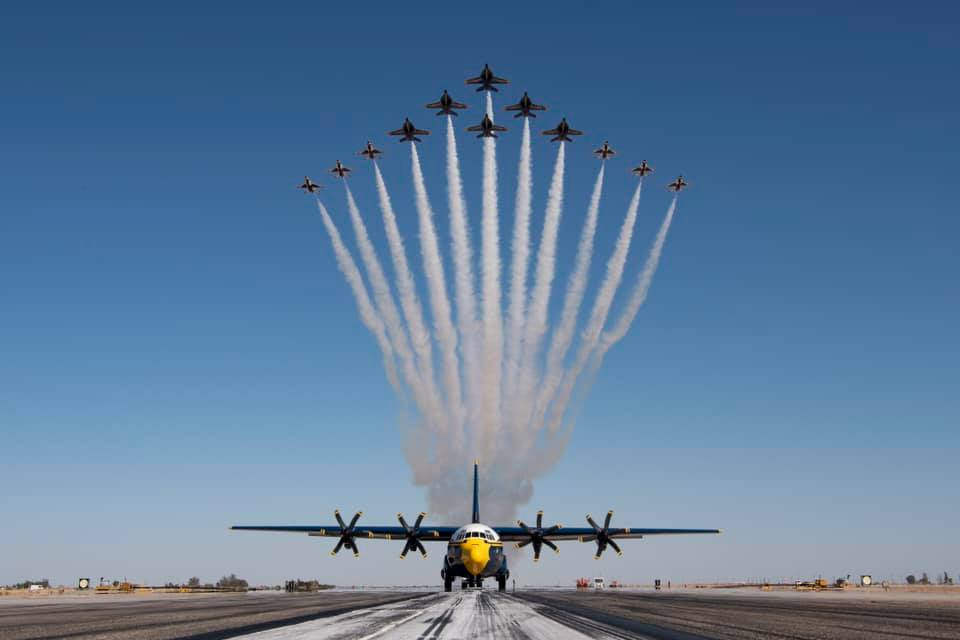 """Video shows the """"Super Delta,"""" the new Thunderbirds and Blue Angels F-16 Fighting Falcon and F/A-18 Super Hornet flight formation"""