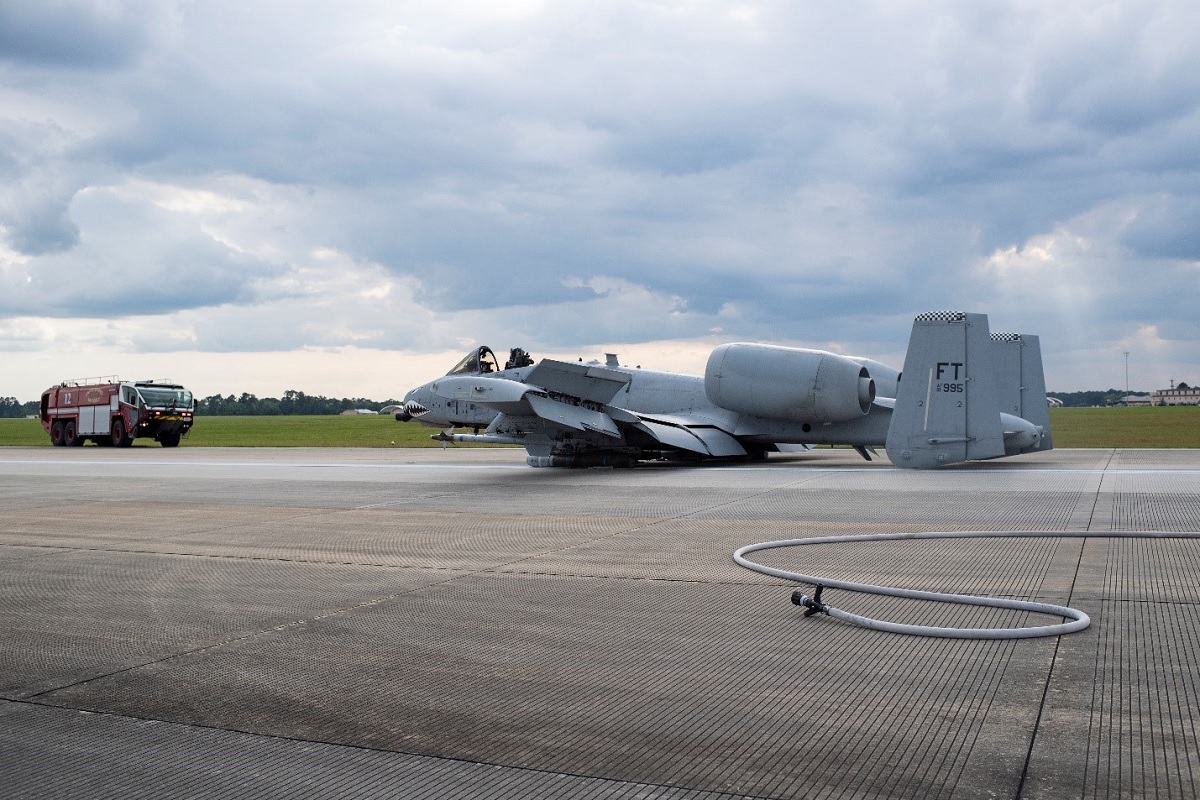 A-10 pilot who made a successful emergency belly landing last year receives Air Combat Command Airmanship Award
