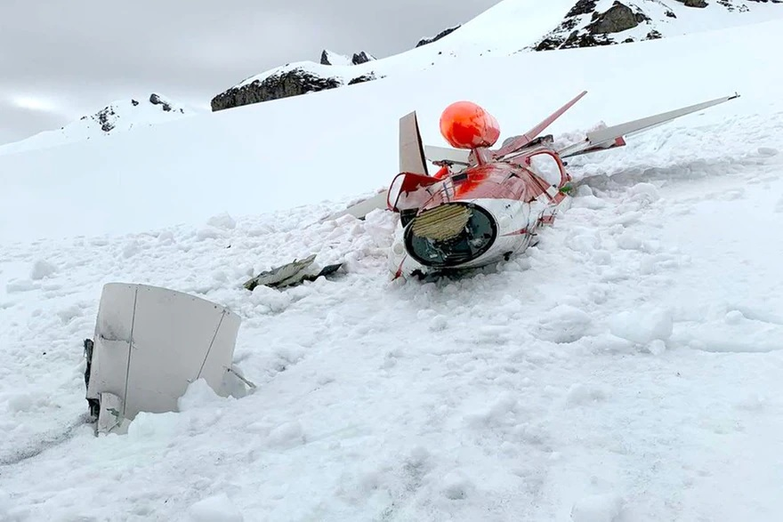 Incredible photos show Swiss Air Force F-5 Tiger II crashing after alleged engine failure. The pilot ejected safely.