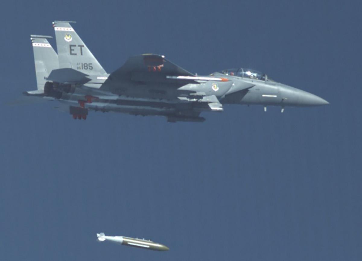 F-15E Strike Eagle releases USAF new GBU-72 Advanced 5K Penetrator 5,000-pound bunker buster - The Aviation Geek Club